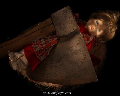 Les broken toys de Loïc Jugue: La poupée et la hache