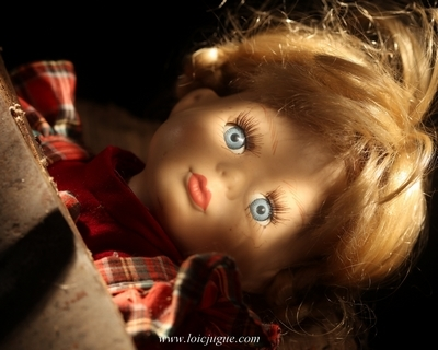 Les broken toys de Loïc Jugue: La poupée et la hache (détail)